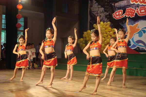 庆祝六一儿童节图片六一儿童节表演图片实验小学六一